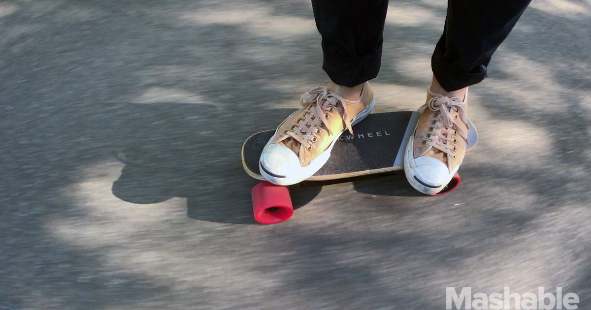 1504739707_the-serpent-c-is-an-adorably-tiny-and-fast-electric-skateboard